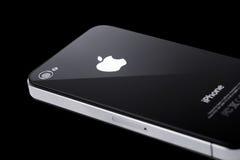 iPhone nero 4s su priorità bassa nera Fotografia Stock Libera da Diritti