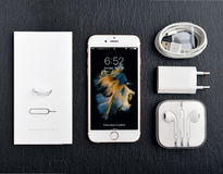 IPhone novo desembalado 6S de Apple Rose Gold Imagens de Stock Royalty Free