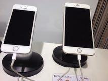IPHONE 5 OCH 6 arkivfoton
