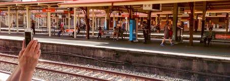 IPhone passa lo staion ferroviario panoramico fotografie stock