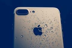 IPhone 7 plus det vattentäta moderna filtret Arkivbild