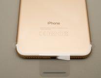 IPhone 7 plus dubbelkameran som unboxing Royaltyfria Bilder