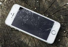 Iphone quebrado fotografia de stock royalty free
