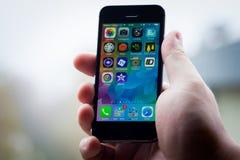 IPhone 5S在手上 免版税库存照片