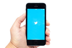 IPhone 5S com Twitter app Imagem de Stock Royalty Free