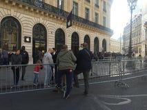 iPhone 6s komt de V.N. Parijs aan Stock Fotografie