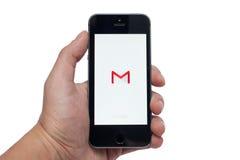 IPhone 5S met Gmail app Stock Afbeeldingen