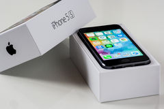 IPhone 5S mit dem Kasten Stockfoto