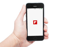 IPhone 5s mit Flipboard APP Lizenzfreie Stockfotos