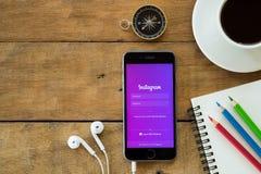 Iphone 6s ouvrent l'application d'Instagram Photos libres de droits