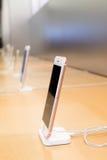 IPhone 6S plus Rose Gold profilsikt Royaltyfri Bild