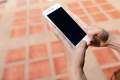 IPhone-Schwarz-Schirm auf Ziegelstein lizenzfreie stockbilder