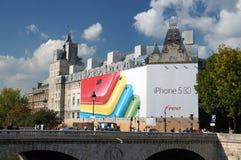 IPhone tillfogar i Paris Frankrike Arkivfoto