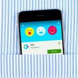 IPhone 6 visande Riffapplikation vid Facebook Fotografering för Bildbyråer