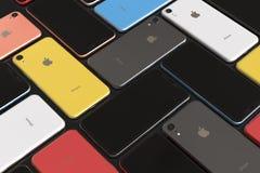 IPhone XR de Apple todos los colores, arreglo del mosaico, pantalla en blanco