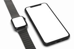 IPhone XS y Apple miran con la pantalla blanca para las maquetas stock de ilustración