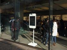 Iphone4s i det Apple lagret Royaltyfria Foton