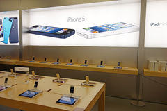 Iphone5 in appelopslag Royalty-vrije Stock Foto