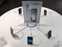 Iphones на продаже в городе ИТ, Бангкоке Стоковое Изображение RF