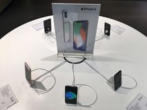 Iphones im Verkauf in IT-Stadt, Bangkok Lizenzfreies Stockbild