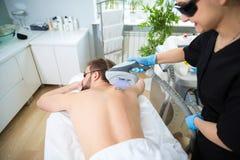 IPL θεραπεία στην πλάτη ατόμων ` s στοκ φωτογραφίες με δικαίωμα ελεύθερης χρήσης