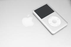 IPod经典之作在macbook的160 Gb 库存照片