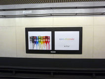 Ipod Nano chromatyczna reklama na ścianie w bart Powell ulicy metrze fotografia stock