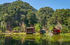 Ipoh湖的,霹雳州木房子 库存照片