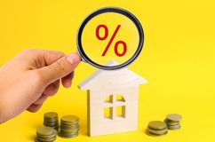 Ipoteca ed interesse sulla casa affare della proprietà, casa, bene immobile Alloggiamento acquistabile Posto per testo offerta va Fotografia Stock