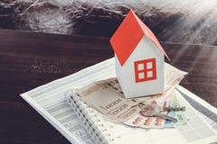 Ipoteca, investimento, bene immobile e concetto della proprietà Immagini Stock