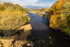 Ipsilon del fiume in autunno a fieno sull'ipsilon Fotografia Stock