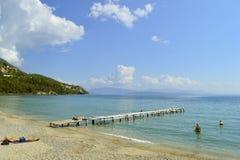Ipsos海滩码头在科孚岛 免版税库存图片