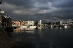 Ipswich nabrzeża marina z burz chmurami zdjęcia stock