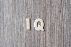 IQ słowo drewniani abecadło listy Biznes i pomysł zdjęcia royalty free