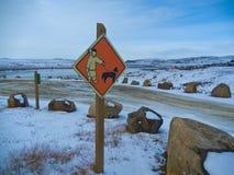 Iqaluit vägmärke, Kanada royaltyfria bilder