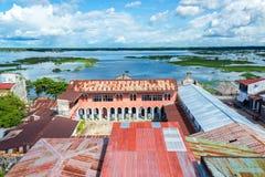 Iquitos stads- och flodsikt arkivbilder
