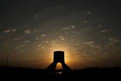 Irã, Tehran, torre de Azadi, centro de Tehran Imagens de Stock
