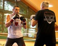 Pugilista pesado Vitali Klitschko do campeão do mundo atual que obtem pronto para a luta do campeonato Imagem de Stock