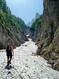 Ir acima o vale alpino Fotografia de Stock