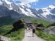 Ir de excursión el área de montaña de Jungfrau fotos de archivo