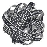 Ir nos círculos perdidos em estradas infinitas na confusão Imagem de Stock Royalty Free