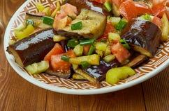 Iraaks Fried Aubergine Molasses Salad stock afbeelding