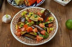 Iraaks Fried Aubergine Molasses Salad stock afbeeldingen