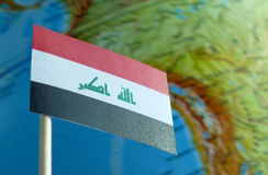 Irak flaga z kuli ziemskiej mapą jako tło obraz stock