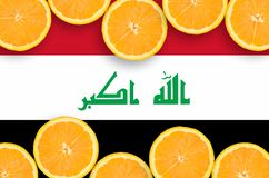 Irak flagga i citrusfruktskivahorisontalram royaltyfria bilder