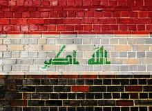 Irak flagga på en tegelstenvägg Royaltyfri Bild