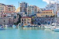 IRAKLIO, GRIECHENLAND - 22. SEPTEMBER 2017: Boote und Yachten in altem stockfoto