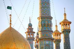 iran minaretsqom Arkivfoton