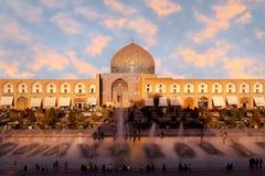 iran Sheikh Lotfollah Mosque bij het vierkant van naqsh-E Jahan in Isphahan tegen zonsondergang 17de eeuw stock foto
