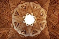 Iran, Yazd, Meybod - September 20, 2016: Fragment van traditionele Iraanse architectuur in oude Meybod stock foto's